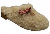 Sheep - White sheepskin on a brown low (5 cm) base with a bow